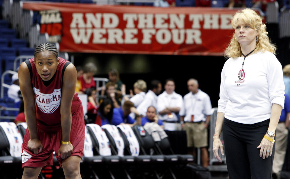 Photo - OU's Amanda Thompson, left, and coach Sherri Coale watch during practice before the Final Four of the NCAA women's  basketball tournament in San Antonio, Texas., on Saturday, April 3, 2010.  The University of Oklahoma will play Stanford on Sunday, April 4, 2010.