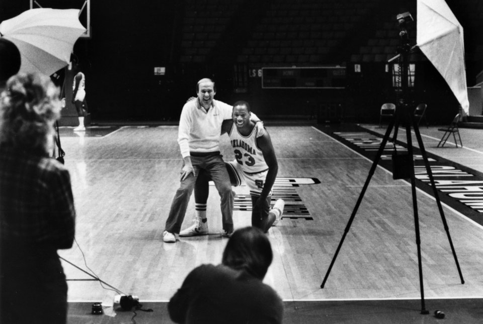 Photo - UNIVERSIT OF OKLAHOMA, OU, COLLEGE BASKETBALL: Wayman Tisdale poses with Billy Tubbs as Janice Higgins with the Norman Transcript takes their photo during media day, Nov. 7, 1984, at Lloyd Noble Arena in Norman, Okla.  By Doug Hoke/The Oklahoman