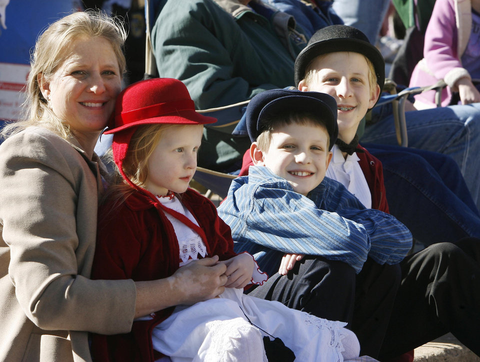 Photo - The Smith family from Ada, Oklahoma, mom Amy (left) Rose, 5, Elijah, 10, and Zachariah, 14, dress in period costume as they watch the Oklahoma Centennial Day Parade in downtown Guthrie, OK, Thursday, Nov. 16, 2007. By Paul Hellstern / The Oklahoman
