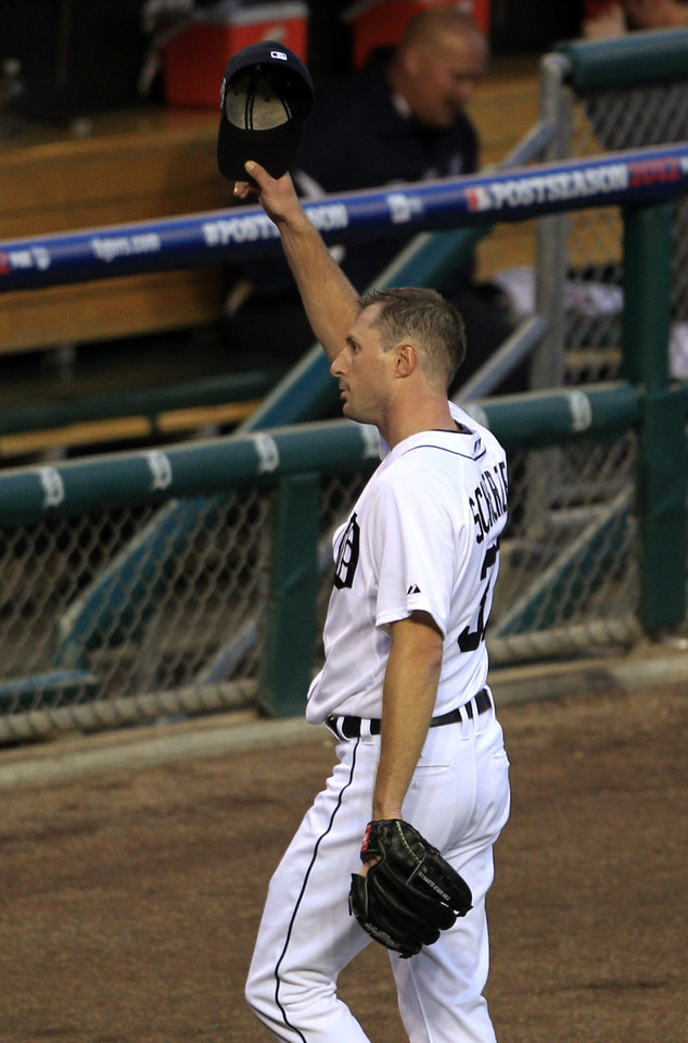 Photo -   Detroit Tigers' Max Scherzer waves to the crowd after being taken out the game in the sixth inning during Game 4 of the American League championship series against the New York Yankees Thursday, Oct. 18, 2012, in Detroit. (AP Photo/Carlos Osorio)