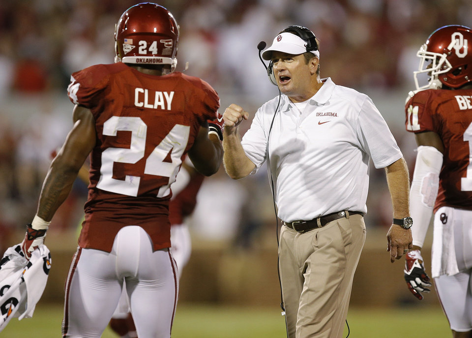 Oklahoma's Brennan Clay (24) talks with coach Bob Stoops during a college football game between the University of Oklahoma Sooners (OU) and the University of Louisiana Monroe Warhawks at Gaylord Family-Oklahoma Memorial Stadium in Norman, Okla., on Saturday, Aug. 31, 2013. Oklahoma won 34-0. Photo by Bryan Terry The Oklahoman