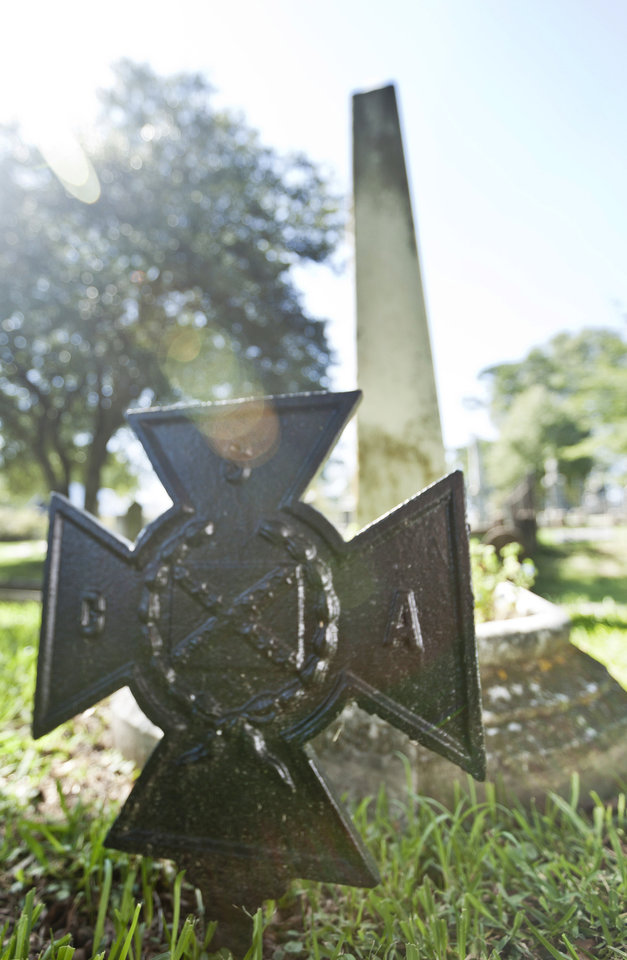 Photo -   In this photo taken Sept. 18, 2012, a metal and a stone monument mark the grave of David Owen Dodd in Little Rock, Ark. The 17-year-old boy was executed in 1864 for being a Confederate spy. (AP Photo/Danny Johnston)