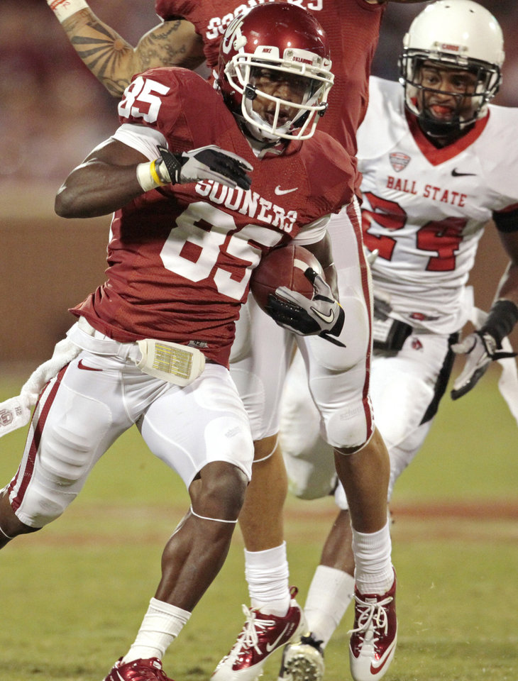 Oklahoma Sooners' Ryan Broyles (85)scores during the second half of the college football game in which the University of Oklahoma Sooners (OU) defeated the Ball State Cardinals 62-6 at Gaylord Family-Oklahoma Memorial Stadium on Saturday, Oct. 1, 2011, in Norman, Okla. Photo by Steve Sisney, The Oklahoman