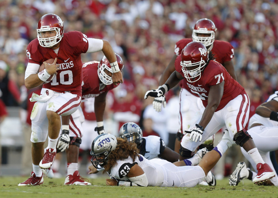 Photo - Oklahoma's Blake Bell (10) runs during a college football game between the University of Oklahoma Sooners (OU) and the TCU Horned Frogs at Gaylord Family-Oklahoma Memorial Stadium in Norman, Okla., on Saturday, Oct. 5, 2013. Photo by Bryan Terry, The Oklahoman