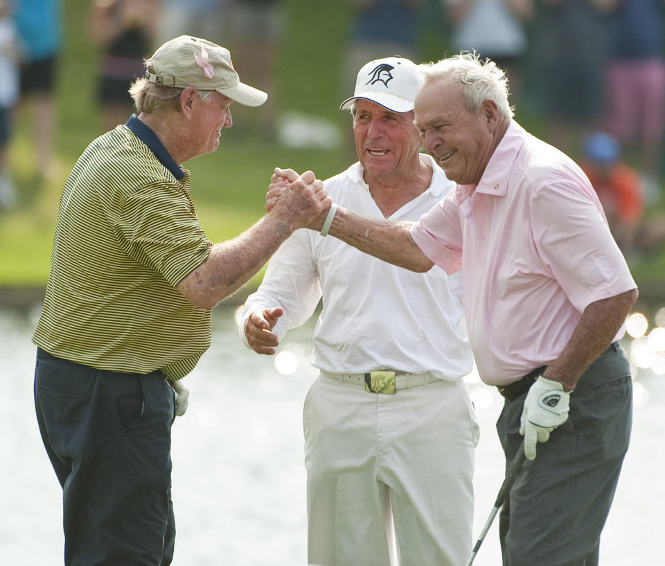 Photo -   Jack Nicklaus, left, Gary Player, center, and Arnold Palmer, right, react after Palmer's birdie putt on the 18th green during a Greats of Golf event Saturday, May 5, 2012, in The Woodlands, Texas. (AP Photo/Dave Einsel)