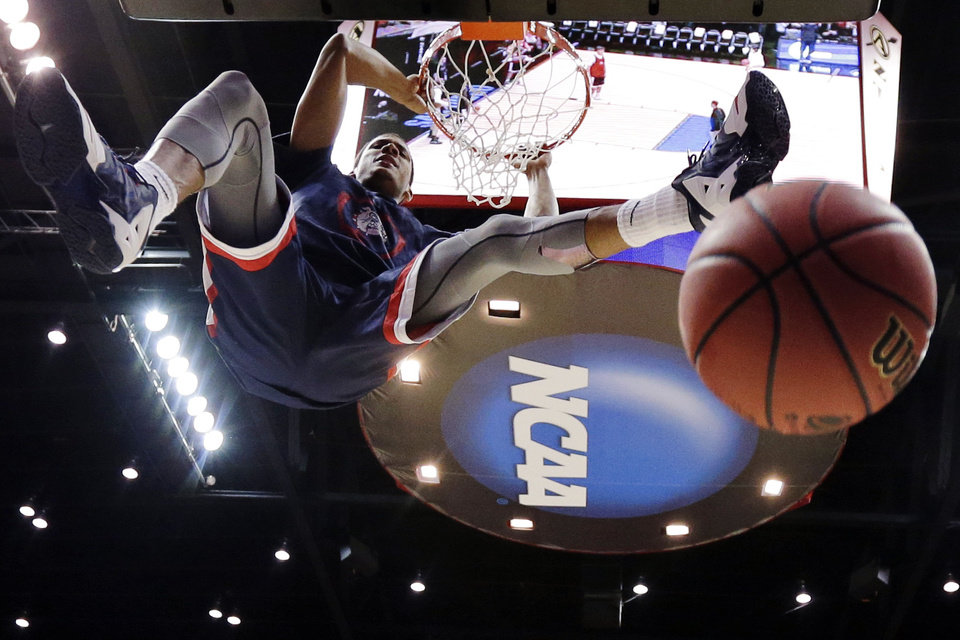 Photo - Gonzaga forward Angel Nunez dunks during practice at the NCAA college basketball tournament Thursday, March 20, 2014, in San Diego. Gonzaga faces Oklahoma State in a second-round game on Friday. (AP Photo/Gregory Bull)