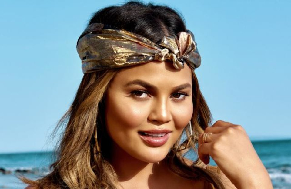 Photo - Chrissy Teigen and Becca Cosmetics teamed again on a beauty collection, the new Endless Summer Glow Collection.