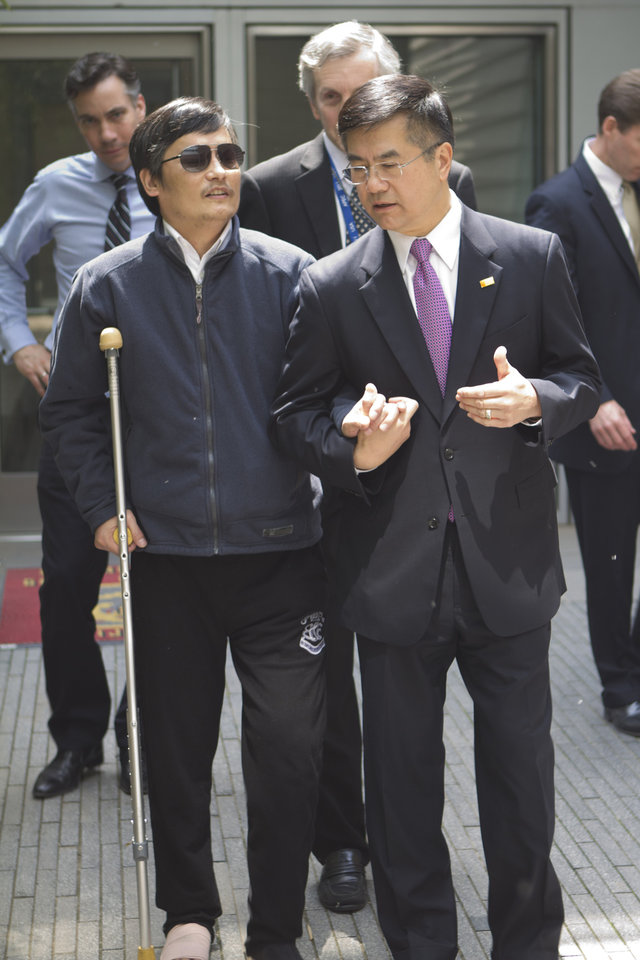 Photo -   In this photo released by the US Embassy Beijing Press Office, blind lawyer Chen Guangcheng, left, chats with U.S. ambassador to China, Gary Locke as they leave the U.S. embassy for a hospital in Beijing, Wednesday, May 2, 2012. (AP Photo/U.S. Embassy Beijing Press Office, HO)