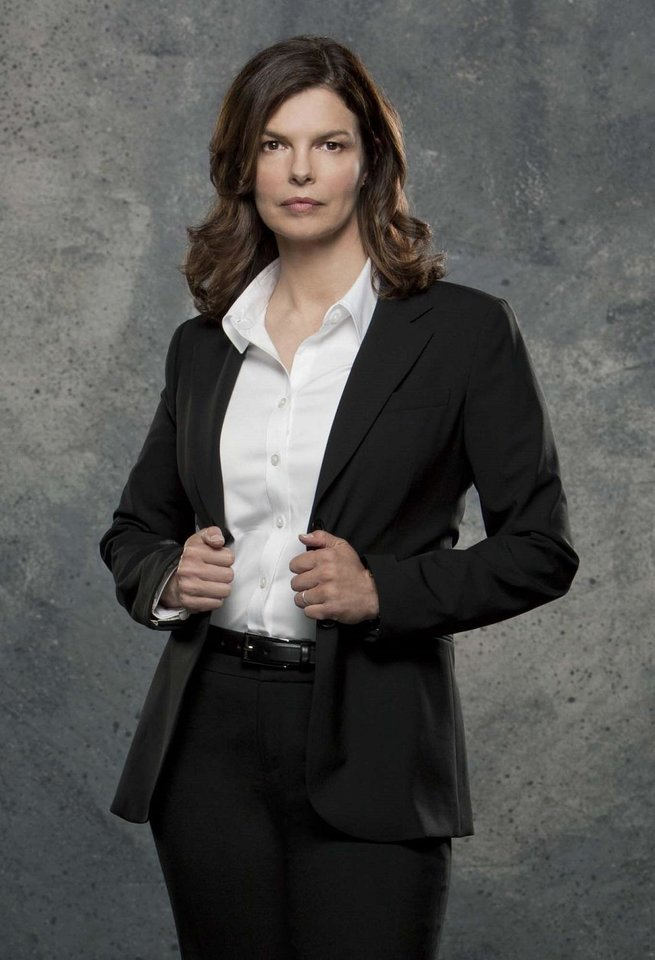 Photo - Jeanne Tripplehorn played Alex Blake on the CBS drama