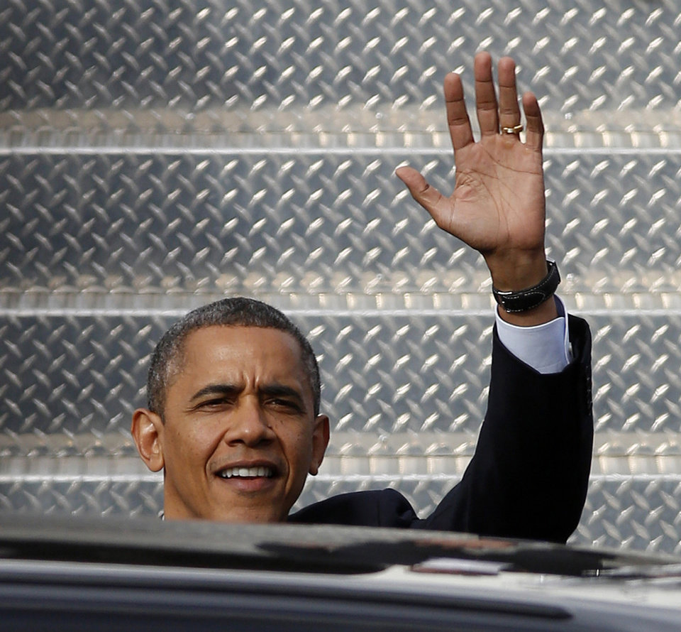 Photo -   President Barack Obama waves upon his arrival at the Lima Allen County Airport, Friday, Nov. 2, 2012, in Lima, Ohio, prior to a campaign stop. (AP Photo/David Kohl)