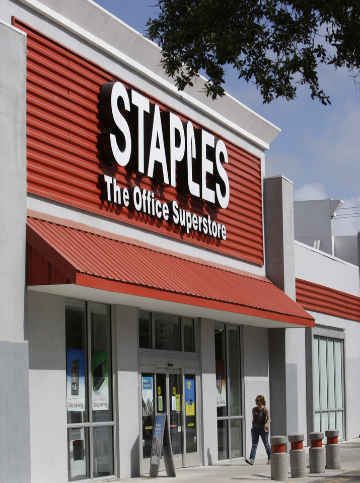 Photo -   FILE-This Tuesday, Nov. 15, 2011, file photo, shows a Staples office supply store in Miami. Staples is speeding up the closure of about 15 of its U.S. stores and plans to close 45 stores and some delivery businesses in Europe. The office products company also said Tuesday, Sept. 25, 2012, it will invest more in its online and mobile efforts and will expand the product assortment that it offers to its business customers. (AP Photo/ Lynne Sladky)