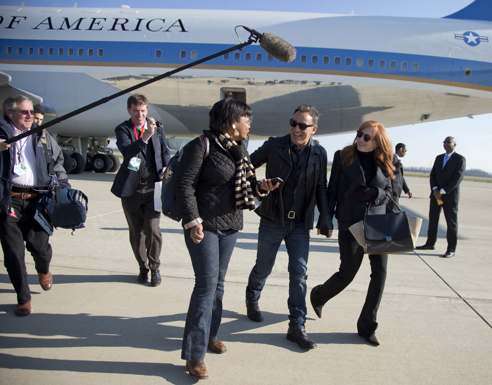 Photo -   Bruce Springsteen and his wife wife Patti Scialfa are followed by press pool media members as they deplane off the back of Air Force One at Rickenbacker International Airport in Columbus, Ohio, Monday, Nov. 5, 2012, as they traveled with President Barack Obama to a campaign event at Nationwide Arena. (AP Photo/Carolyn Kaster)