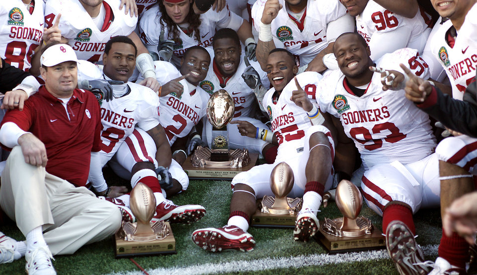 Photo - The Sooners pose for photos after the 31-27 win over Stanford in the Brut Sun Bowl college football game between the University of Oklahoma Sooners (OU) and the Stanford University Cardinal on Thursday, Dec. 31, 2009, in El Paso, Tex.   Photo by Chris Landsberger, The Oklahoman