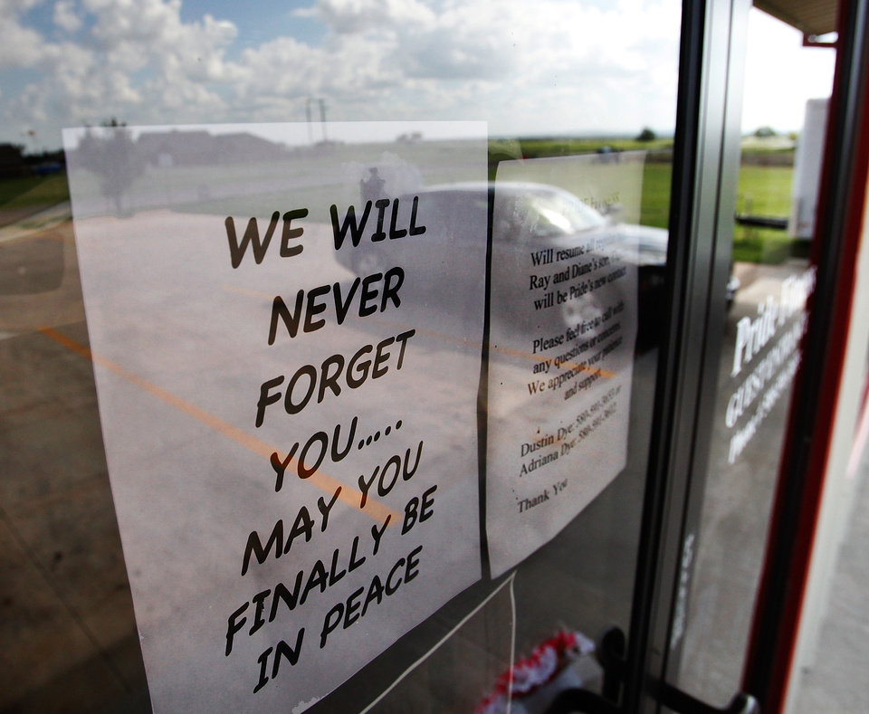 Photo - A note of tribute to Barbara Diane Dye is taped to the front door of the couple's fitness center in Elgin. Residents of Elgin Okla, react Tuesday, July 20, 2010, to yesterday's  shooting death of local teacher  Barbara Diane Dye at the hand of her husband,  Raymond Lee Dye, 42, in the parking lot of a bank in this southwest Oklahoma community of about 1400 people just north of Lawton.     