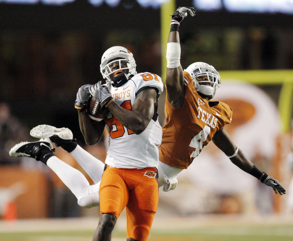 Photo - OSU's Justin Blackmon (81) catches a pass for a touchdown in front of Aaron Williams (4) of Texas in the second quarter during the college football game between the Oklahoma State University Cowboys (OSU) and the University of Texas Longhorns (UT) at Darrell K Royal-Texas Memorial Stadium in Austin, Texas, Saturday, November 13, 2010. Photo by Nate Billings, The Oklahoman