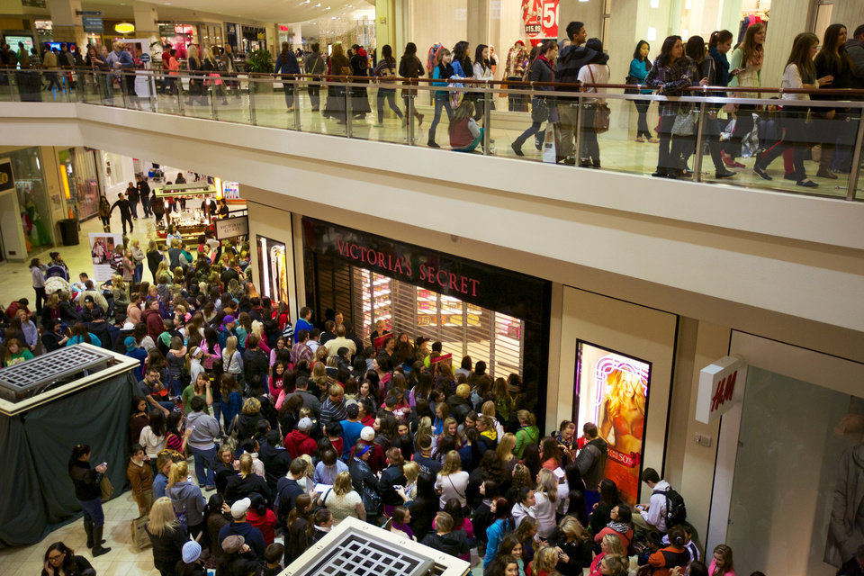Photo -   Shoppers position themselves for the midnight opening of many stores at the Clackamas Town Center for Black Friday sales Thursday Nov. 22, 2012. (AP Photo/The Oregonian, Randy L. Rasmussen)