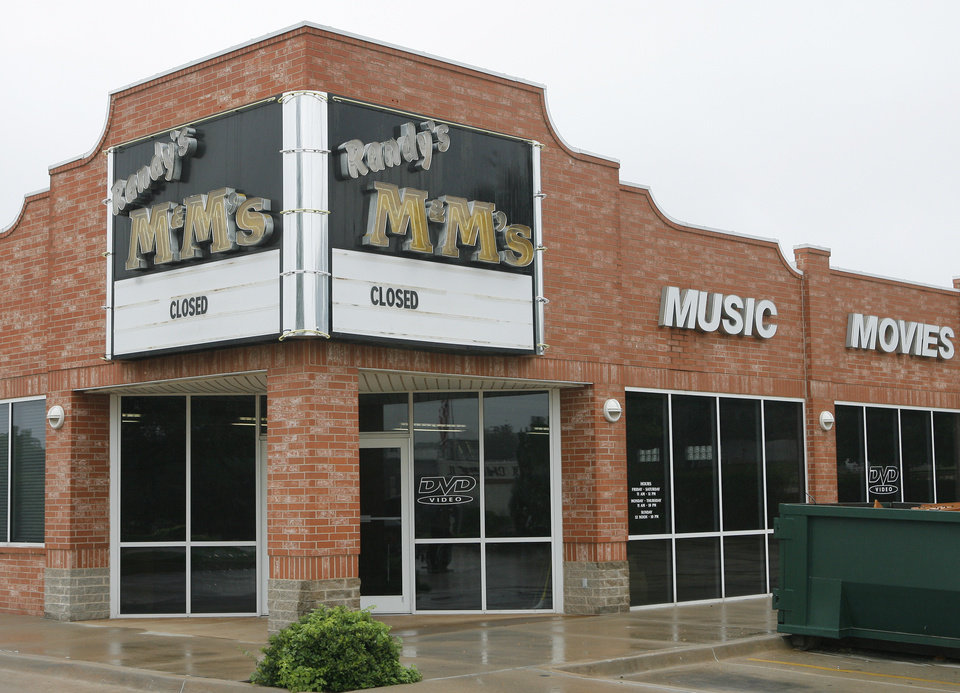 Randy's M&M's store closed on Danforth in Edmond, Thursday, September 11, 2008.  Photo by David McDaniel, The Oklahoman