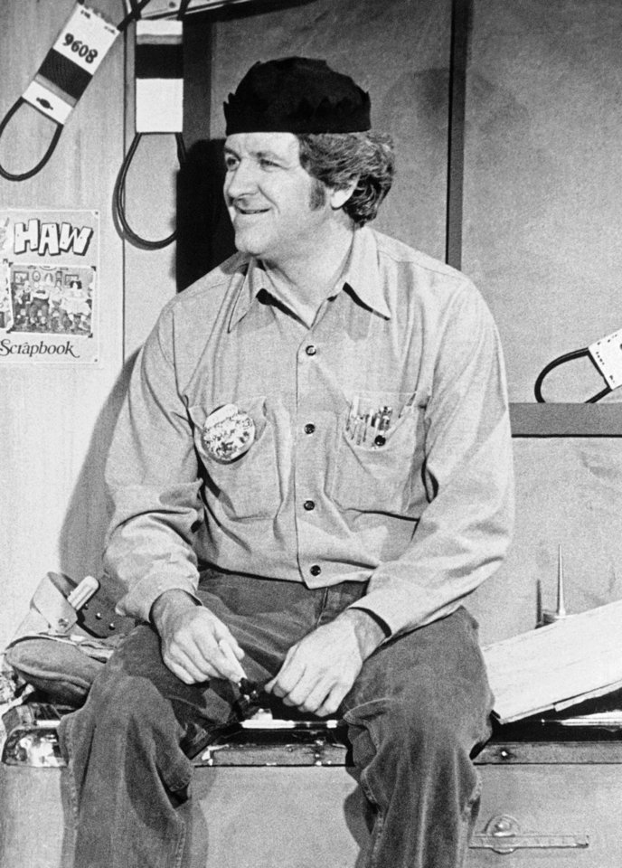 "Photo -   FILE - In this Aug. 5, 1985 file photo shows George ""Goober"" Lindsey, the jovial persona on ""The Andy Griffith Show"" and ""Hee Haw."