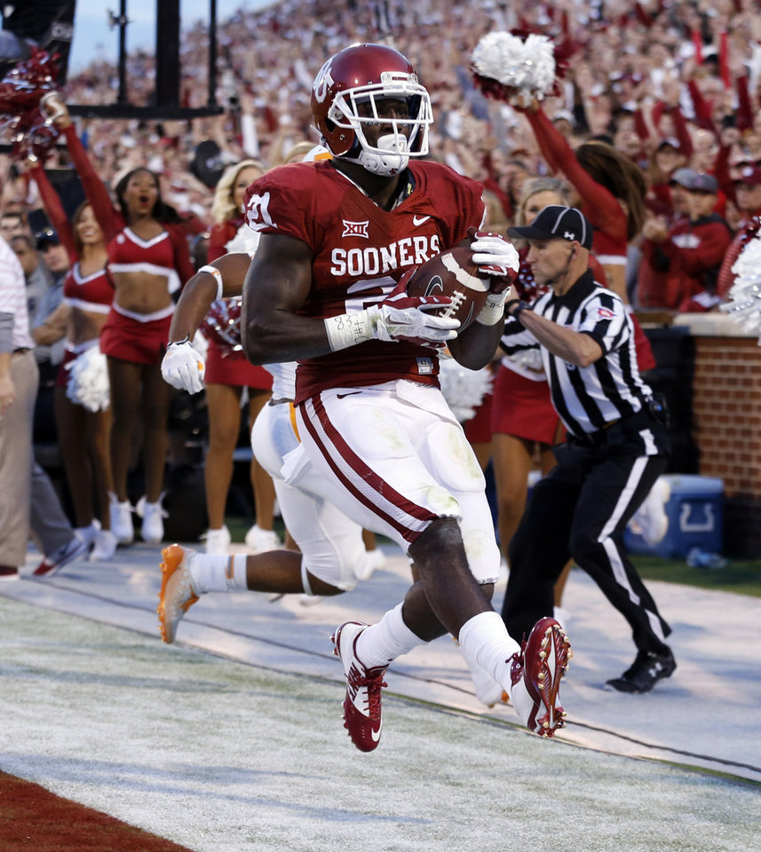 Photo - Oklahoma's Keith Ford (21) scores in the first quarter during a college football game between the University of Oklahoma Sooners (OU) and the Tennessee Volunteers at Gaylord Family-Oklahoma Memorial Stadium in Norman, Okla., on Saturday, Sept. 13, 2014. Photo by Steve Sisney, The Oklahoman