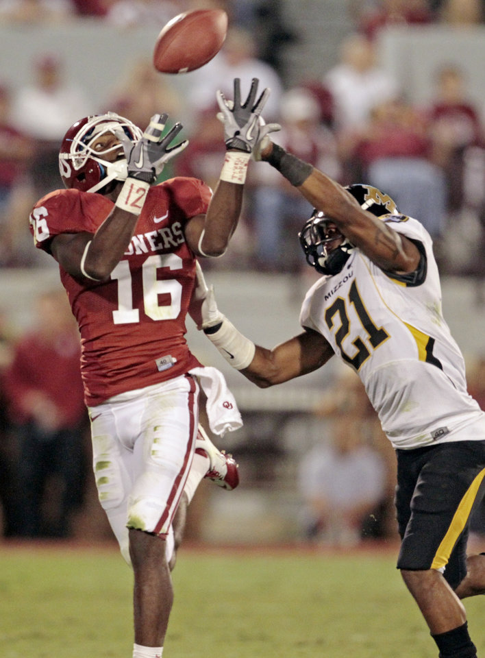 Oklahoma's Jaz Reynolds (16) catches a pass in front of Missouri's Trey Hobson (21) during their game Saturday. Photo by Steve Sisney, The Oklahoman
