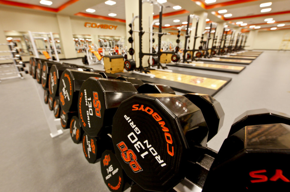 Photo - OSU / INTERIOR / FOOTBALL STADIUM / WEIGHT ROOM: The completed addition to the west end zone of Boone Pickens Stadium at Oklahoma State University on Tuesday, June 2, 2009, in Stillwater, Okla.  Photo by Chris Landsberger, The Oklahoman  ORG XMIT: KOD