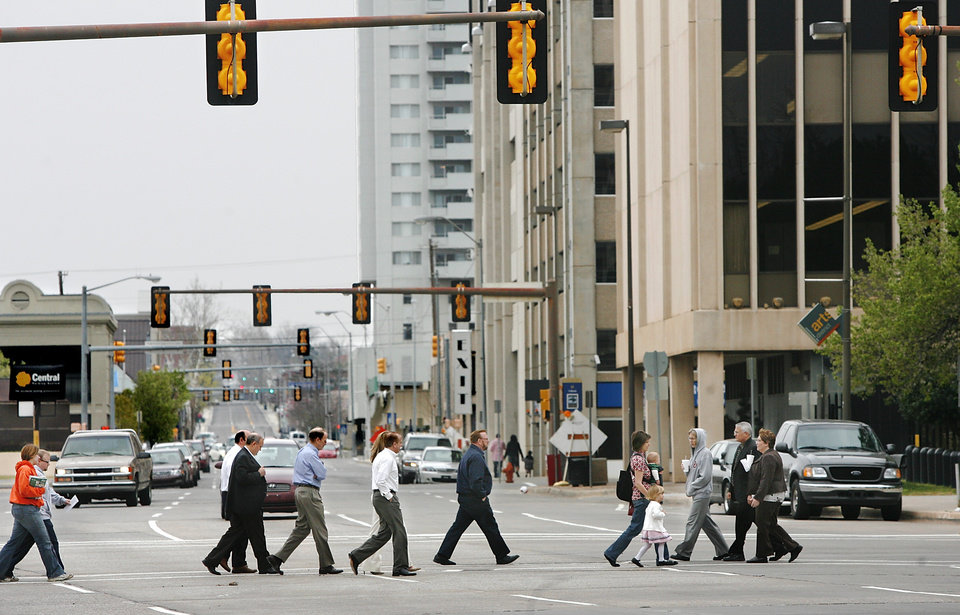 Photo - Downtown pedestrians hurry to cross N Hudson between the County Courthouse and City Hall in downtown Oklahoma City  Thursday,  March 19, 2009.   BY JIM BECKEL, THE OKLAHOMAN ORG XMIT: KOD