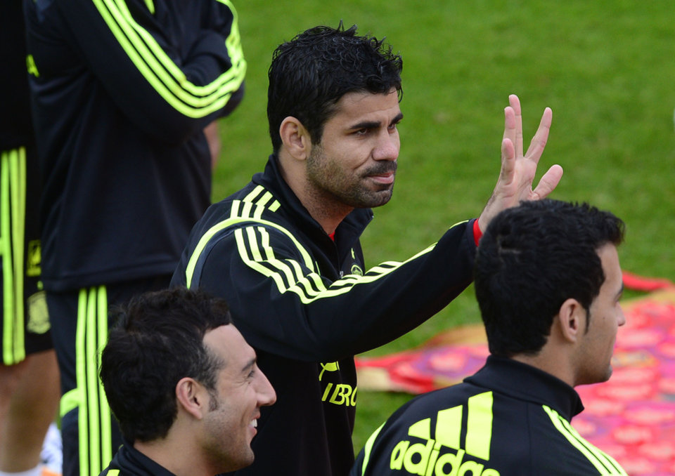 Photo - Spain's Diego Costa waves from the pitch during a promotional event, before the start of a training session at the Atletico Paranaense training center in Curitiba, Brazil, Tuesday, June 10, 2014. Spain will play in group B of the Brazil 2014 World Cup. (AP Photo/Manu Fernandez)