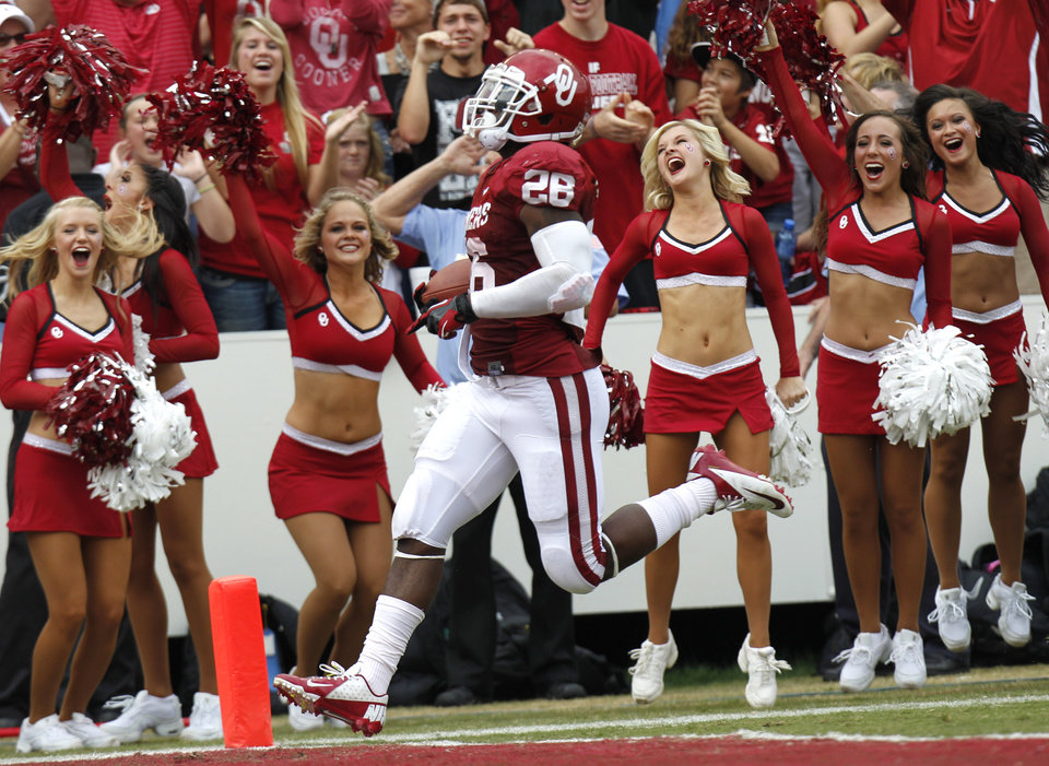 Photo -   Oklahoma running back Alex Ross (28) scores a touchdown during the first half of an NCAA college football game against the Texas at the Cotton Bowl Saturday, Oct. 13, 2012, in Dallas. (AP Photo/LM Otero)