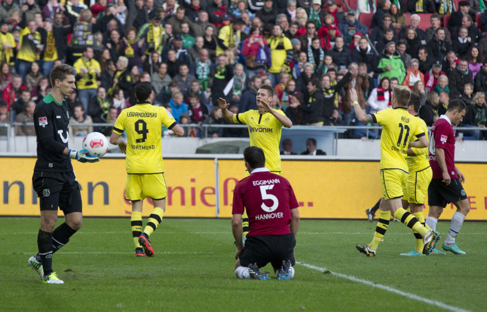 Photo -   Dortmund's Robert Lewandowski of Poland, second left, celebrates scoring his side's first goal during the German first division Bundesliga soccer match between Hannover 96 and Borussia Dortmund in Hannover, Germany, Sunday, Oct. 7, 2012. (AP Photo/Gero Breloer)