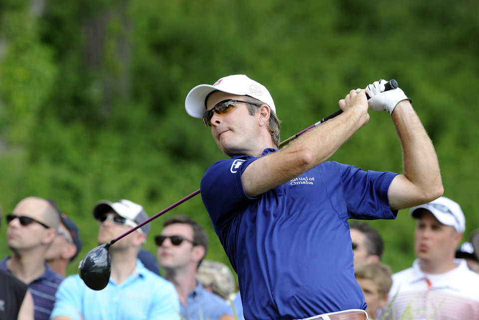 Photo - Kevin Streelman watches his drive on the 18th hole during the final round of theTravelers Championship golf tournament in Cromwell, Conn., Sunday, June 22, 2014. Streelman finished his round with seven straight birdies to win the tournament at 15-under par. (AP Photo/Fred Beckham)