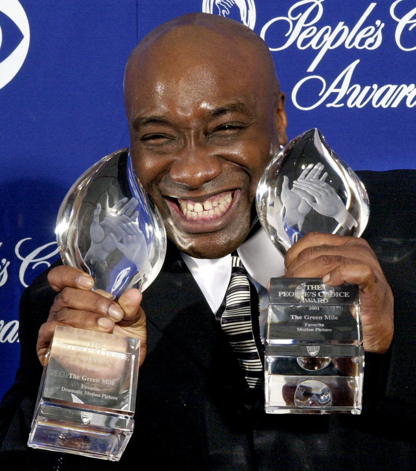 Photo -   FILE - In this Jan. 7, 2001 file photo, actor Michael Clarke Duncan shows off two awards for the film