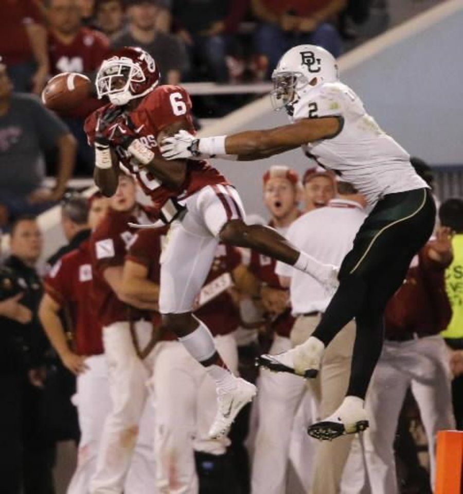 Oklahoma\'s Demontre Hurst (6) tries to intercept a pass intended for Baylor\'s Terrance Williams (2) during the the second half of Oklahoma\'s 42-34 against Baylor at Gaylord Family-Oklahoma Memorial Stadium in Norman, Okla., Saturday, Nov. 10, 2012. Photo by Steve Sisney, The Oklahoman