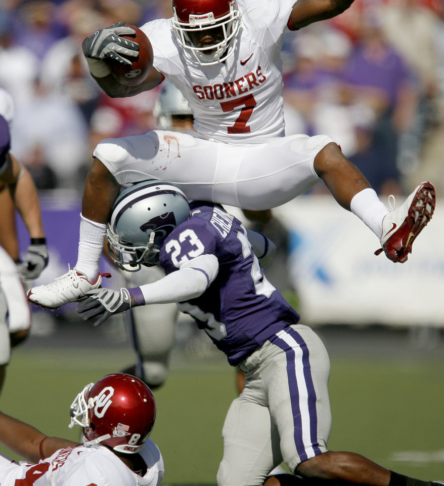 Photo - OU's DeMarco Murray leaps over Ray Cheatham of Kansas State during the college football game between the University of Oklahoma and Kansas State University in Manhattan, Kansas, Saturday, October 25, 2008.  BY BRYAN TERRY, THE OKLAHOMAN   ORG XMIT: KOD