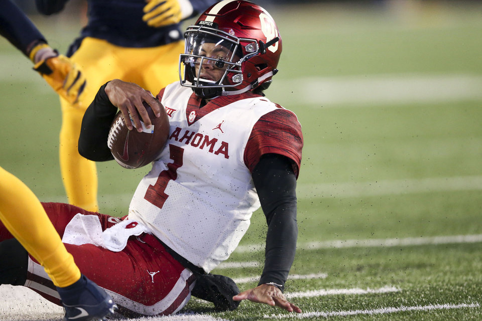 Photo - Oklahoma Sooners quarterback Kyler Murray (1) scrambles for a first down during the NCAA football game between the Oklahoma Sooners and the West Virginia Mountaineers at Mountaineer Field at Milan Puskar Stadium in Morgantown, W.Va on Friday, November 23, 2018. IAN MAULE/Tulsa World