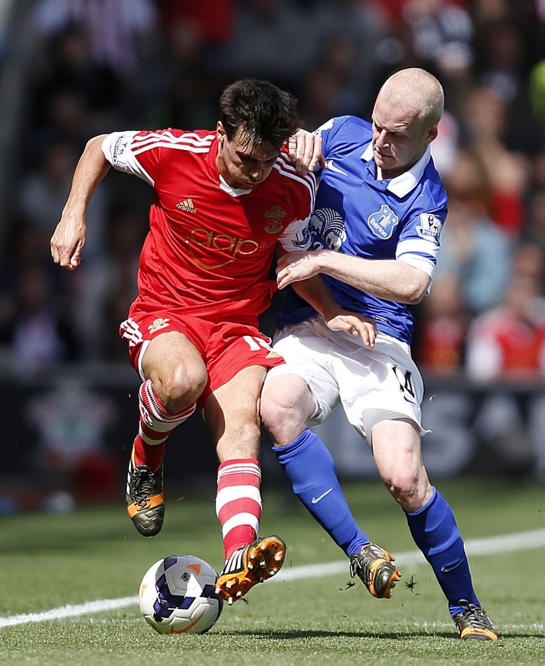 Photo - Southampton's Jack Cork, left, and Everton's Steven Naismith in action during their English Premier League soccer match at St Mary's ground in Southampton, England, Saturday April 26, 2014. (AP Photo / Chris Ison, PA) UNITED KINGDOM OUT - NO SALES - NO ARCHIVES