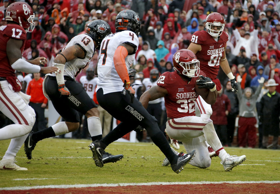 Photo - Oklahoma's Samaje Perine (32) kneels down before the end zone in the final seconds of the Bedlam college football game between the Oklahoma Sooners (OU) and the Oklahoma State Cowboys (OSU) at Gaylord Family - Oklahoma Memorial Stadium in Norman, Okla., Saturday, Dec. 3, 2016. Oklahoma won 38-20. Photo by Bryan Terry, The Oklahoman