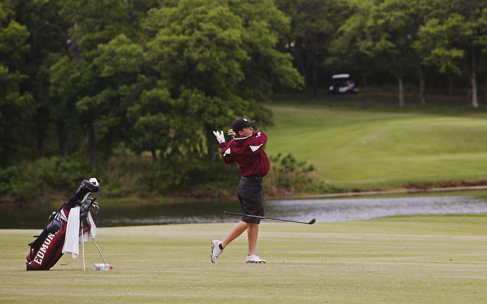 Photo - Jacob Bishop of Edmond Memorial loses his club as he hits on the fairway at the 6A Golf State Championship at Karsten Creek, Monday, May 12, 2014, in Stillwater. Photo by KT King, For The Tulsa World