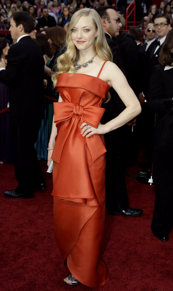 Photo - ** LINDA MILLER'S COMMENTARY:  Big bows, big trend for spring. This gown is by Valentino, a celebrity favorite. Seven actresses have worn Valentino gowns to the podium to pick up their Oscars.     ** Actress Amanda Seyfried arrives for the 81st Academy Awards Sunday, Feb. 22, 2009, in the Hollywood section of Los Angeles. (AP Photo/Amy Sancetta) ORG XMIT: CARV165