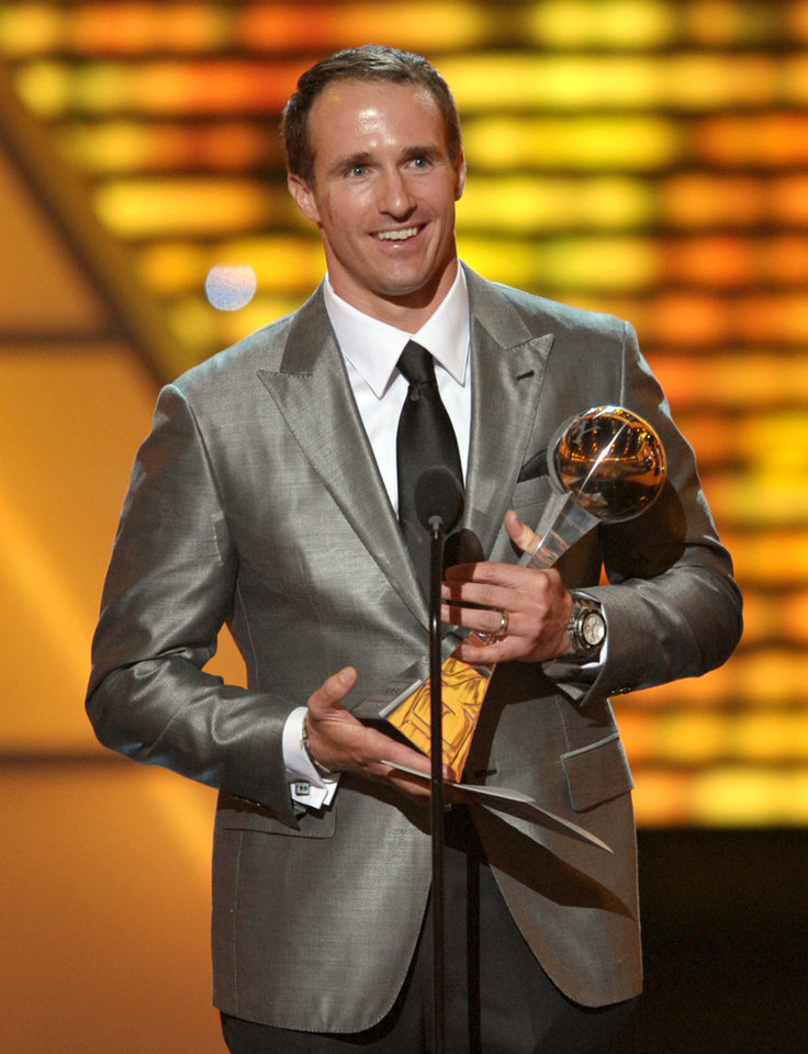 Photo -   New Orleans Saints quarterback Drew Brees accepts the award for record-breaking performance at the ESPY Awards on Wednesday, July 11, 2012, in Los Angeles. (Photo by John Shearer/Invision/AP)