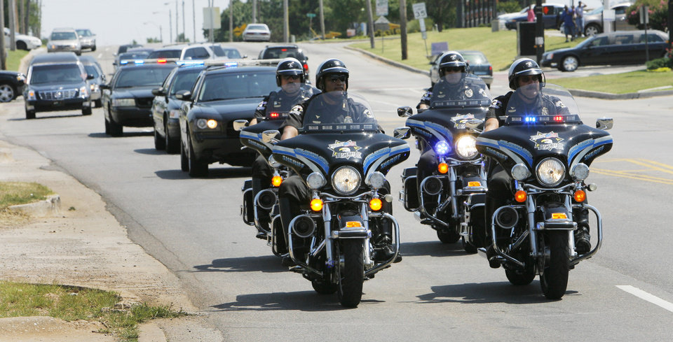 Photo - DEATH: Clara Luper's funeral procession moves along Martin Luther King Avenue, Friday,  June 17, 2011.      Photo by David McDaniel, The Oklahoman  ORG XMIT: KOD