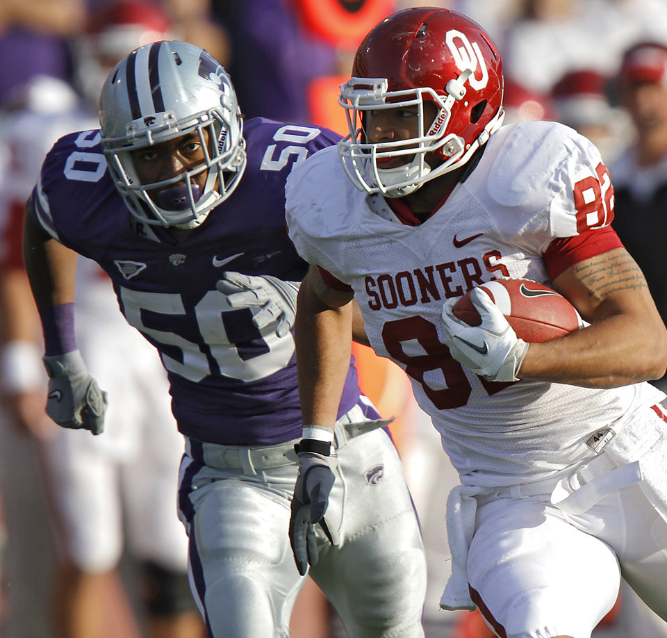 Photo - Oklahoma Sooners' James Hanna (82)runs after a catch past Kansas State Wildcats' Nick Puetz (50) during the college football game between the University of Oklahoma Sooners (OU) and the Kansas State University Wildcats (KSU) at Bill Snyder Family Stadium on Saturday, Oct. 29, 2011. in Manhattan, Kan. Photo by Chris Landsberger, The Oklahoman  ORG XMIT: KOD