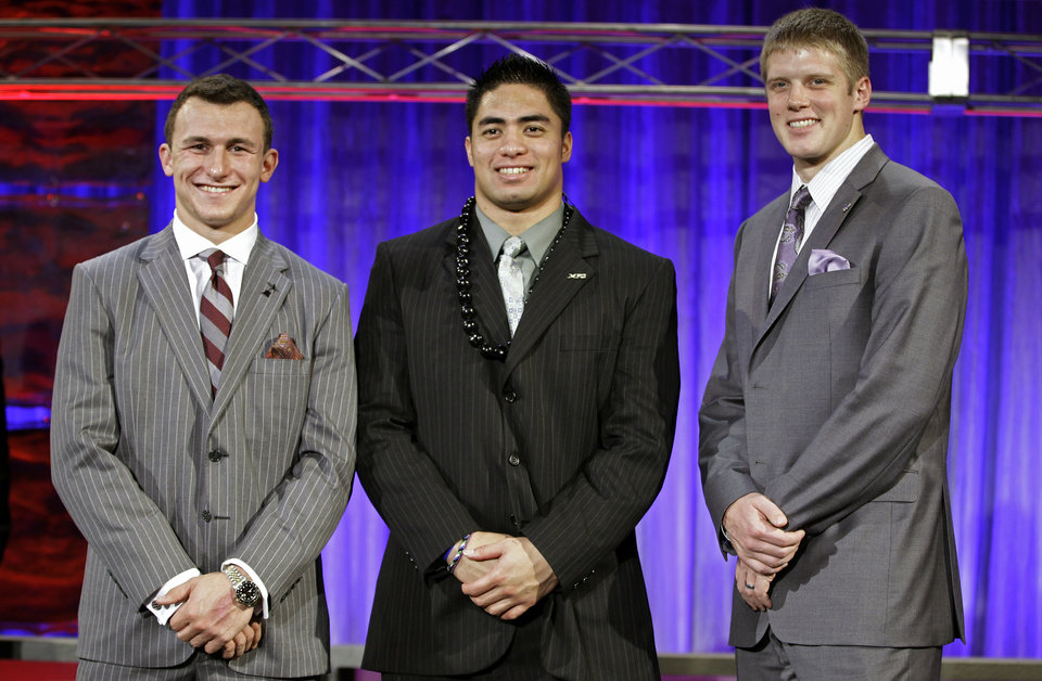 From left, Heisman Trophy candidates Texas A&M\'s Johnny Manziel, Notre Dame\'s Manti Te\'o and Kansas State\'s Collin Klein pose for a photo at the Home Depot College Football Awards in Lake Buena Vista, Fla., Thursday, Dec. 6, 2012. (AP Photo/John Raoux)