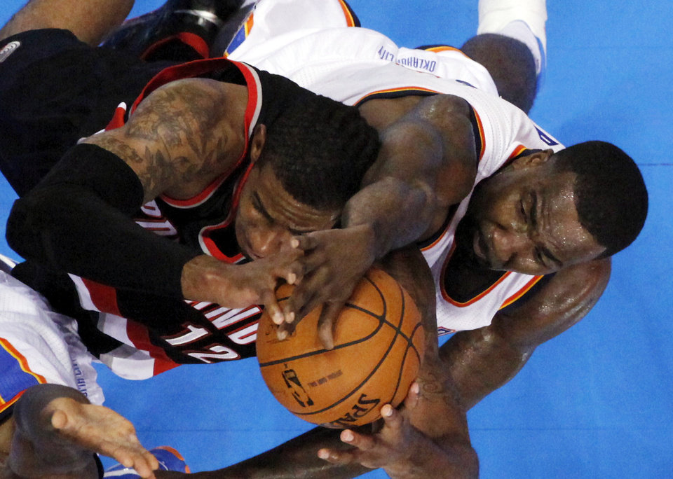 Photo - Oklahoma City Thunder's Kendrick Perkins, right, and Portland Trail Blazers' LaMarcus Aldridge fight for a rebound as the Oklahoma City Thunder defeat the Portland Trail Blazers 106-92 in NBA basketball at the Chesapeake Energy Arena in Oklahoma City, on Friday, Nov. 2, 2012.  Photo by Steve Sisney, The Oklahoman