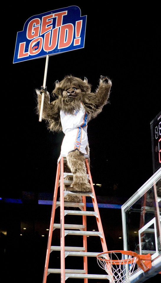 Photo - MASCOT / INTRODUCE / INTRODUCTION: Rumble the Bison gets ready to perform a stunt as he is introduced during the NBA basketball game between the New Orleans Hornets and the Oklahoma City Thunder at the Ford Center,Tuesday, Feb. 17, 2009. PHOTO BY BRYAN TERRY, THE OKLAHOMAN ORG XMIT: KOD