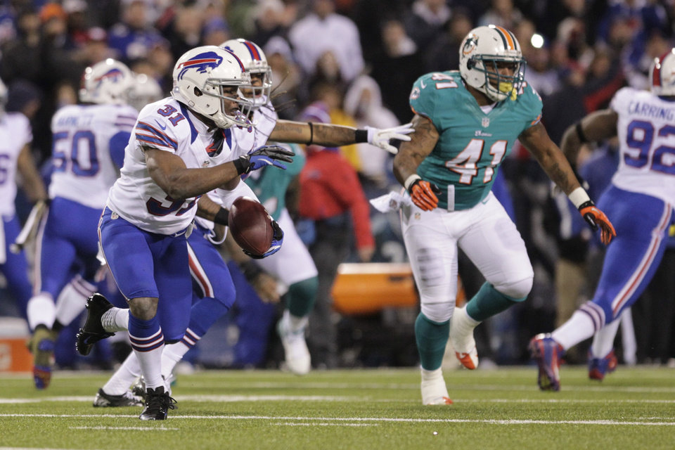 Photo -   Buffalo Bills free safety Jairus Byrd (31) runs back a fumble recovery during the first half of an NFL football game against the Miami Dolphins, Thursday, Nov. 15, 2012, in Orchard Park, N.Y. (AP Photo/Bill Wippert)