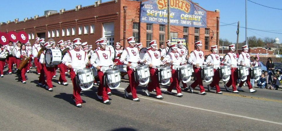 Centennial Parade in Guthrie<br/><b>Community Photo By:</b> M. Blaney<br/><b>Submitted By:</b> Jimmy, Guthrie