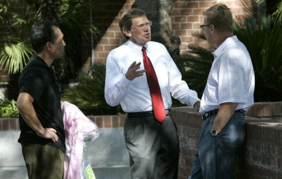 Photo - Tucson business man Jim Click chats with Arizona football coach Mike Stoops in 2009. PHOTO COURTESY ARIZONA DAILY STAR  Benjie Sanders