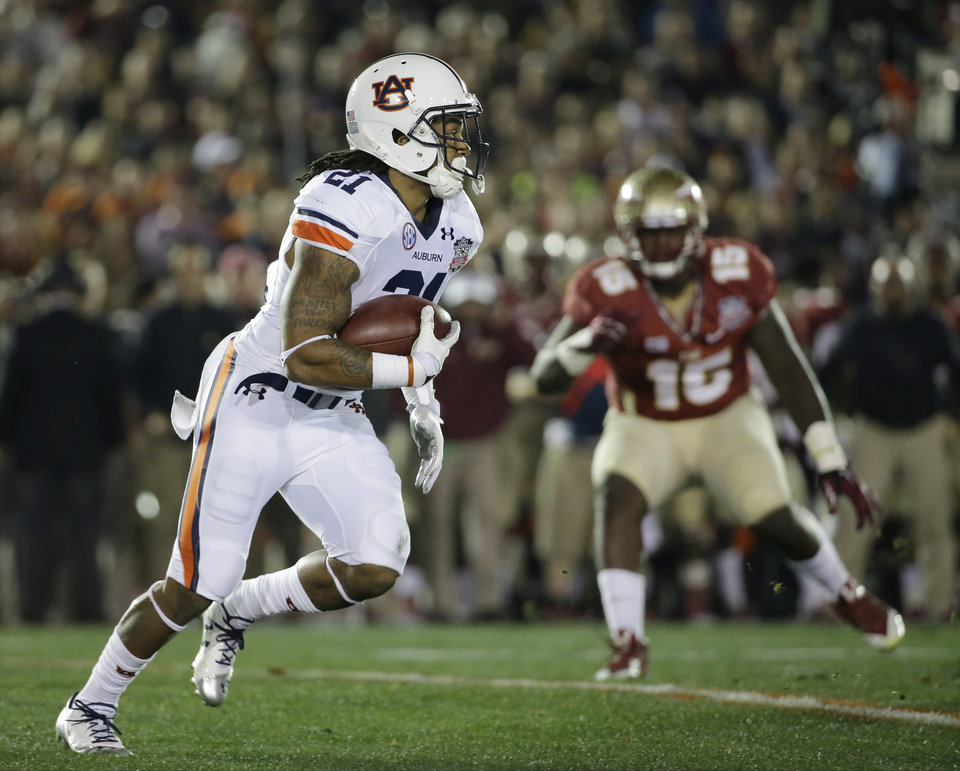 Photo - Auburn's Tre Mason runs during the first half of the NCAA BCS National Championship college football game against Florida State Monday, Jan. 6, 2014, in Pasadena, Calif. (AP Photo/David J. Phillip)