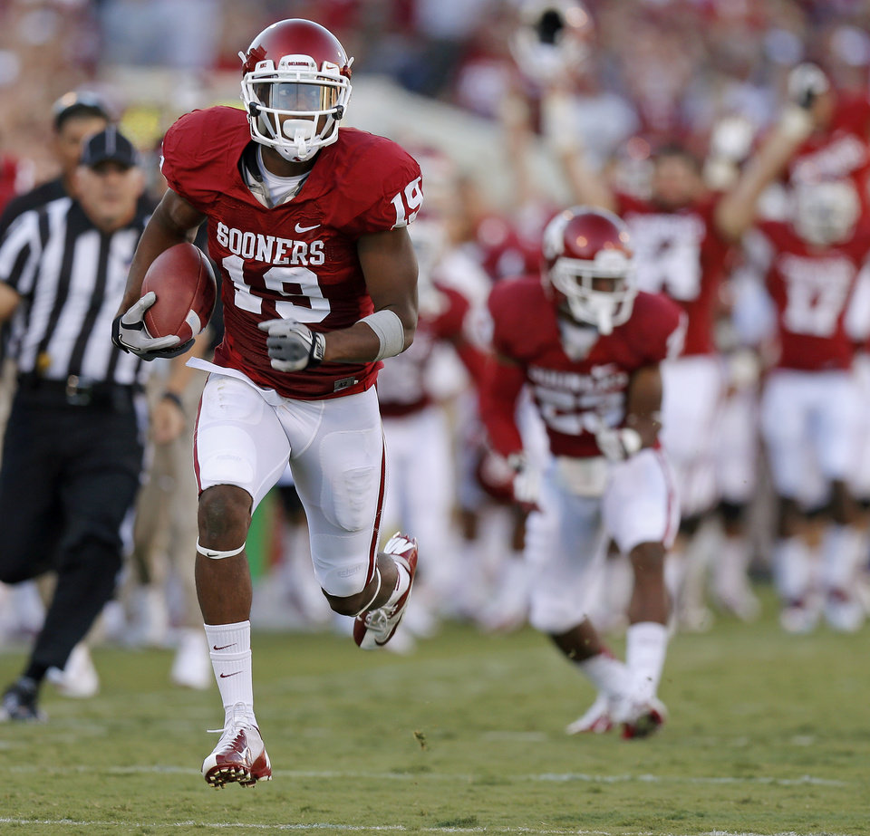 Photo - Oklahoma's Justin Brown (19) runs on a long return during the college football game between the University of Oklahoma Sooners (OU) and Florida A&M Rattlers at Gaylord Family—Oklahoma Memorial Stadium in Norman, Okla., Saturday, Sept. 8, 2012. Photo by Bryan Terry, The Oklahoman