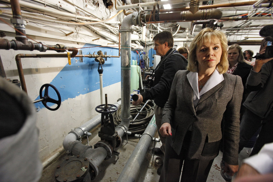 DETERIORATE / DETERIORATION / STATE CAPITOL BUILDING / GOV. MARY FALLIN / TOUR: Oklahoma Governor Mary Fallin tours deteriorating areas of state Capitol, Thursday, January 17, 2013.  Photo By David McDaniel/The Oklahoman